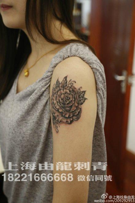 玫瑰花纹身_女生纹身_上海由龙刺青