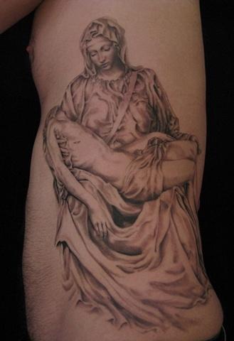 在东方纹身中,龙,老虎,老鹰,蛇,鲤鱼等纹身题材一直受人们的喜爱,这是